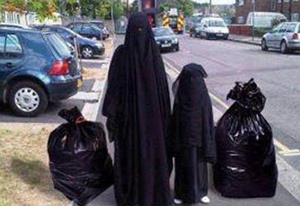 muslimka-a-tri-deti-na-prochazhce